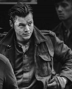 Dunkirk Harry is so handsome!