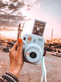 Polaroid Camera Instax, Cute Camera, Images Esthétiques, Polaroid Pictures, Fujifilm Instax Mini, Aesthetic Pictures, Photography, William Eggleston, Martin Parr