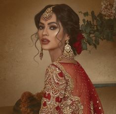 Pakistani Bridal look for Winter Wedding You can find Indian makeup and more on our website.Pakistani Bridal look for Winter Wedding Asian Wedding Makeup, Bridal Makeup Looks, Bridal Hair And Makeup, Bridal Looks, Bridal Make Up, Indian Makeup Looks, Indian Look, Pakistani Bridal Hairstyles, Pakistani Bridal Makeup