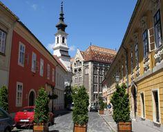 budai oldal - palota negyed  egyszintes , több mint 100 éves házakkal Budapest Hungary, Mansions, House Styles, Places, Lost, Beautiful, History, Historia, Manor Houses
