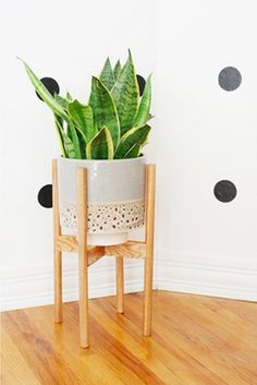 How To: Make A Modern Plant Stand