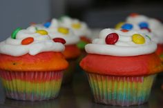 Punkie Pie's Place ...: St. Patrick's Day Rainbow Cupcakes
