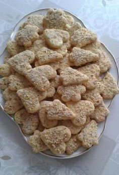 Száraz helyen tárolva több hétig is eláll, sőt egyre finomabb, omlósabb lesz. Cookie Recipes, Dessert Recipes, Homemade Sweets, Hungarian Recipes, Baking And Pastry, No Bake Cake, Cake Cookies, Cookie Decorating, Great Recipes