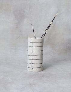 Vaso di porcellana a strisce alte personalizzati su ordinazione di btwceramics su Etsy https://www.etsy.com/it/listing/287704315/vaso-di-porcellana-a-strisce-alte