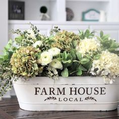 Looking for for pictures for farmhouse living room? Browse around this website for perfect farmhouse living room images. This cool farmhouse living room ideas seems entirely fantastic. Fresh Farmhouse, Farmhouse Chic, Farmhouse Design, Vintage Farmhouse, Farmhouse Interior, Kitchen Interior, Room Interior, Decoration Shabby, Rustic Decor