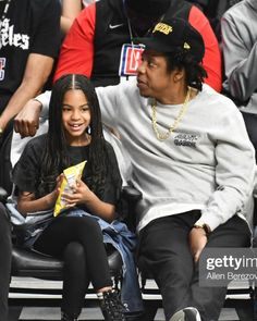 "Blue Ivy Carter on Instagram: ""Blue and Jay courtside! 💙"" Beyonce Style, Beyonce And Jay Z, Jay Z Blue, Blue Ivy Carter, Carter Family, Daddys Little Girls, Black Families, Beyonce Knowles, Celebrity Babies"