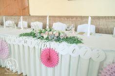 Vintage esküvő: asztali virágdekoráció