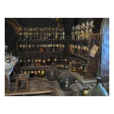 The Potions Classroom Picture of Warner Bros. Studio Tour London,... ❤ liked on Polyvore featuring harry potter, backgrounds, other, hogwarts and pic