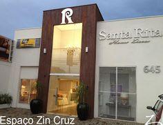 Efeito Aço Corten realizado na fachada da loja Santa Rita House Decor Building Front, Building Facade, Facade Design, Wall Design, Facade Architecture, Luxury Shop, Store Design, Entrance, Cool Designs
