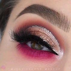 Glittery Pink Eye Makeup Tutorial - Beauty - Augen Make Up Bold Eye Makeup, Makeup Eye Looks, Cut Crease Makeup, Beautiful Eye Makeup, Gold Makeup, Eye Makeup Tips, Smokey Eye Makeup, Eyeshadow Makeup, Glitter Eye Makeup