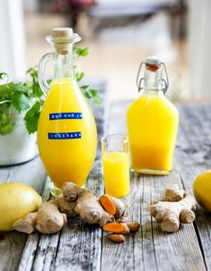 gurkmeja och ingefärsshot Juice Smoothie, Smoothie Drinks, Smoothie Recipes, Smoothies, Healthy Candy, Healthy Drinks, Healthy Snacks, Raw Food Recipes, Healthy Recipes