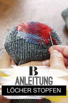 Löcher stopfen: So geht�s richtig. Löcher in Socken und T-Shirts lassen sich nicht vermeiden. Wie du richtig Löcher stopfen kannst, erfährst du hier. #diy #nähen #anleitung #haushalt Handmade Gifts For Boyfriend, Handmade Gifts For Friends, Boyfriend Gifts, Knitted Headband, Knitted Hats, Love Crochet, Knit Crochet, Sewing Hacks, Sewing Crafts