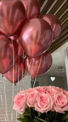 Birthday Goals, 18th Birthday Party, Happy Birthday, Simple Birthday Decorations, Rosen Box, Mode Poster, Birthday Girl Pictures, Flower Box Gift, Luxury Flowers