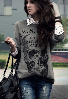 Skull sweater, kind of preppy Grunge Fashion, Look Fashion, Womens Fashion, Girl Fashion, Fashion Outfits, Fashion Ideas, Fashion Edgy, Street Fashion, Fashion Brands