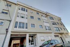 Lisboa, Campolide, Rua Conde de Nova Goa. Apartamento T2 com garagem e arrecadação, em bom estado. Vendido por 265 mil euros em Julho de 2017. Vendido por Diogo Neto.