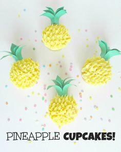 Pineapple cupcakes that look like little pineapples! With delicious coconut buttercream frosting.