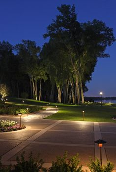 Landscape lighting ideas - Lighting plays a crucial role in elevating the view, whether it is indoor or outdoor. Landscape lighting ideas - Lighting plays a crucial role in elevating the view, whether it is indoor or outdoor. Driveway Lighting, Backyard Lighting, Exterior Lighting, Garden Lighting Ideas, Outdoor Path Lighting, Creative Landscape, Landscape Design, Garden Design, Modern Landscaping