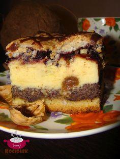 Składniki:  Składniki na ciasto:  21/2 szklanki mąki pszennej (300 g)  3/4 szklanki cukru pudru  3 żółtka  1/2 kostki margaryny  2 łyżki gęs...