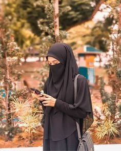 Niqab Fashion, Street Hijab Fashion, Stylish Hijab, Casual Hijab Outfit, Beautiful Muslim Women, Beautiful Hijab, Hijabi Girl, Girl Hijab, Pakistani Bridal Hairstyles