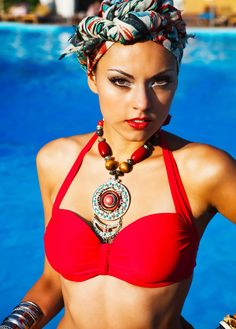 In DressedIn Ibiza we are inspired by the colours and the elegance of the turban! We show you how to create your own one in just 2 minutes your-look-irresistible-with-a-sophisticated-turban/