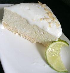 Mandlovo kokosový základ, osvěžující limetková vrstva a na vrchu lahodná jogurtová vrstva. Bez cukru, bez mouky a bez vajíčka. Autor: Kvietok278 Raw Food Recipes, Cake Recipes, Healthy Deserts, Vanilla Cake, Camembert Cheese, Cheesecake, Goodies, Sweet, Cakes