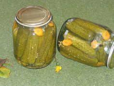 Bunătăţi din bucătăria Gicuței: Castraveţi in oţet(bulgăreşti) Canning Pickles, Hungarian Recipes, Pastry Cake, Canning Recipes, Preserves, Celery, Cucumber, Food And Drink, Vegetarian
