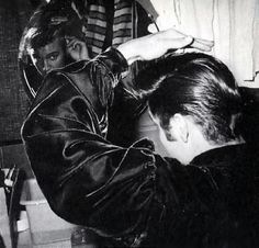 Risultati immagini per elvis presley polk theatre Elvis Presley Hair, Elvis Presley Photos, Uss Arizona, Pearl Harbor, Memphis, Franck Sinatra, Rebel, Greaser Girl, Are You Lonesome Tonight