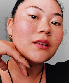 Os melhores produtos de beleza para reduzir poros dilatados » STEAL THE LOOK Glossier Ad, Art Partner, Art Direction, Lipstick, Stylists, Film, Makeup, Prints, Beauty Products