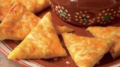 Cheesy Crescent Nachos~Get a jump-start on delicious homemade nachos with Pillsbury crescent dinner rolls. A cheesy Mexican appetizer made spicy with Old El Paso green chiles and salsa Mexican Appetizers, Mexican Food Recipes, Appetizer Recipes, Croissants, Great Recipes, Favorite Recipes, Recipe Ideas, Delicious Recipes, Homemade Nachos