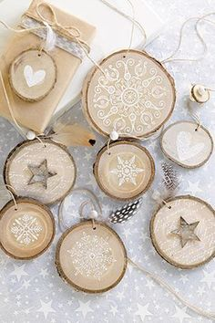diy gifts for him DIY: Natrlicher Baumschmuck Noel Christmas, Christmas Crafts, Christmas Decorations, Christmas Ornaments, Wooden Ornaments, Wooden Crafts, Wooden Diy, Decor Crafts, Diy And Crafts