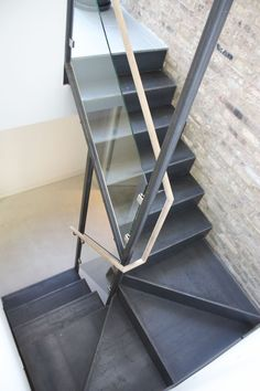 Amazing modern Staircase Design Museum to add to your own home 6602 Stair Railing Design, Stair Handrail, Staircase Railings, Staircases, Contemporary Stairs, Modern Stairs, Contemporary Design, House Staircase, Loft Stairs