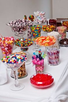 A fun candy bar idea for your next birthday party! A fun candy bar idea for your next birthday party! Bar A Bonbon, Festa Party, Diy Party, Sweet 16 Parties, Sweet 16 Party Favors, Teen Party Favors, Partys, Special Day, Dream Wedding