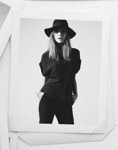 Black // simplicity