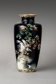 A Japanese cloisonné vase, Meiji period (1868-1912) : Lot 94