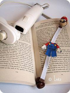 Super Mario handmade elastic polymer bookmark. For all types of books. A nice and funny gift idea ! // Marque-pages super Mario élastique fait main en fimo. Une idée cadeau originale et rigolote. // For a unique and personalized bookmark contact me via / Pour un marque-pages unique et personnalisé contactez-moi via : http://scrap-ines.over-blog.com/article-autour-de-mario-tutoriel-pour-une-pochette-a-crayons-et-carnet-sympa-et-facile-112797169.html