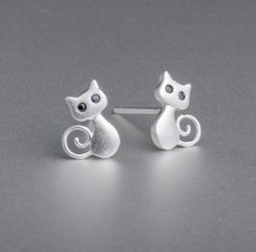 Ear Jewelry, Jewelry For Her, Cute Jewelry, Modern Jewelry, Cute Stud Earrings, Animal Earrings, Animal Jewelry, Kawaii Accessories, Silver Cat