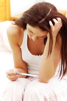 Quand on a arrêté sa contraception dans le but d'avoir un enfant, on est généralement très impatiente de savoir si oui ou non on est enceinte! A quel moment faire ce test? Comment fonctionne un tes...