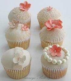 wedding cupcakes. LOVE