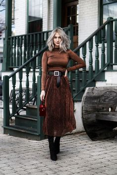 Silk skirt midi long fall look black a-line skirt outfit Sil.- Silk skirt midi long fall look black a-line skirt outfit Silk slip bias black wear street style looks Silk fall trends long women skirt Top 20 Outfits von 2018 Mode Outfits, Winter Outfits, Casual Outfits, Fashion Outfits, Fashion Clothes, Skirt Outfits, Casual Shoes, Fashion Belts, Dresses In Winter