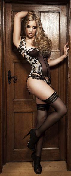 leg, the doors, nylon, sexi lingeri, blond, animal prints, black lingerie, hot heels, dress pants