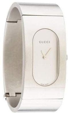 dcfdcb1f6b4 Stainless steel Gucci 2400 Series watch featuring a quartz movement