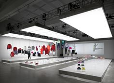 Nike pop up showroom by Maggie Peng & Albert Tien, Beijing store design Beijing, Window Display Retail, Retail Displays, Shop Displays, Window Displays, Nike Retail, Fashion Showroom, Visual Merchandising Displays, Retail Store Design
