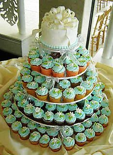 Gorgeous cake and cupcakes
