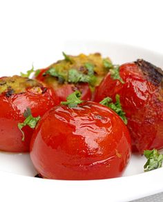 Tomates farcies à l'indienne - Pankaj blog - Vegan recipe - Recette végétalienne Veggie Recipes, Vegetarian Recipes, Blog Vegan, Oriental Food, Recipe Directions, Main Dishes, Food Porn, Yummy Food, Salad