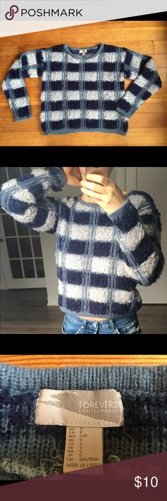 Cropped striped sweater from Forever 21 Super comfy cropped sweater with cute gingham pattern. Surprisingly warm and thick! Light wear. Looking for a loving home, I love this sweater but never wear it because it's not really ~my style~ Forever 21 Sweaters Crew & Scoop Necks