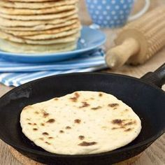 Stekpannebröd som inte behöver jäsa. Swedish recipe for flatbread that doesn't need yeast Swedish Cuisine, Swedish Dishes, Swedish Recipes, Bread Recipes, Baking Recipes, Good Food, Yummy Food, Bread Baking, Pan Bread