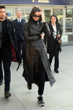 Kendall Jenner, Street Style Trends, Long Leather Coat, Leather Trench Coat Woman, Leather Jackets, Trench Coat Outfit, Looks Black, Models Off Duty, Milan Fashion Weeks