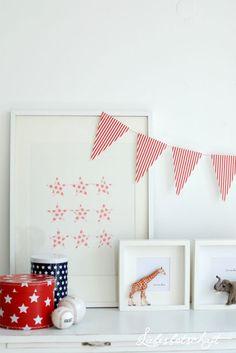 Liebesbotschaft: schnelle Kinderzimmer DIY-Deko mit rahmen, plastiktieren und geometrischen stickern, inkl. links zu den materialien (stemple, sterne sticker, rahmen)