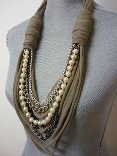 Chunky collana sciarpa w/catene e perle Taupe & di MarieLaMode