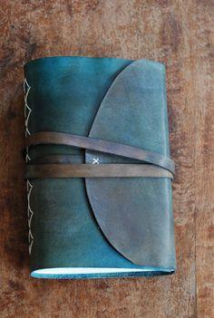 Zápisník s kouskem nebe Leather Photo Albums, Handmade Books, Leather Journal, Bookbinding, Wallet, Chain, Handmade Purses, Purses, Diy Wallet